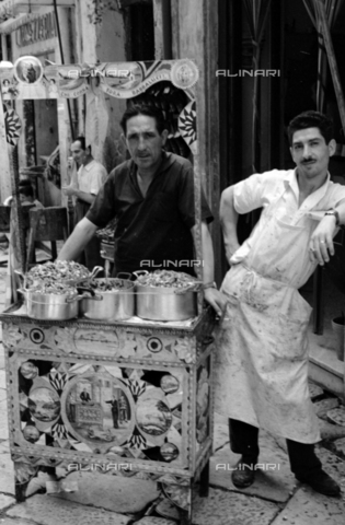 BVA-S-S10008-0034 - Peddler - Date of photography: 06/1961 - Fratelli Alinari Museum Collections-Balocchi Archive, Florence
