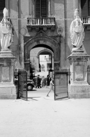 BVA-S-S10010-0017 - Entrance portal of the Archbishop's Palace in via Bonello di Palermo - Date of photography: 1960-1961 - Fratelli Alinari Museum Collections-Balocchi Archive, Florence