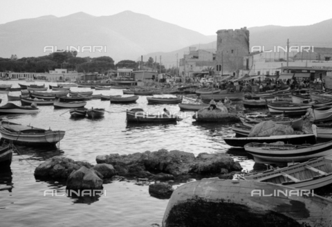 BVA-S-S10010-0040 - View of the small port and the Torre della tonnara at Mondello - Data dello scatto: 1960-1961 - Archivi Alinari, Firenze