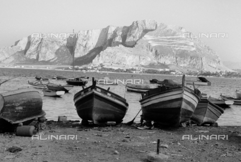 BVA-S-S10010-0041 - View of Monte Pellegrino in Mondello - Data dello scatto: 1960-1961 - Archivi Alinari, Firenze