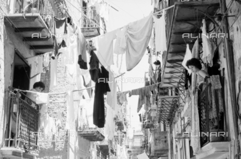BVA-S-S10011-0021 - Clothes hanging in a Sicilian street - Date of photography: 1960-1961 - Fratelli Alinari Museum Collections-Balocchi Archive, Florence