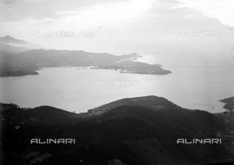 CAD-S-030002-0002 - View of the coast of the Island of Elba - Date of photography: 01/08/1930 - Fratelli Alinari Museum Collections-Cammarata Donation, Florence