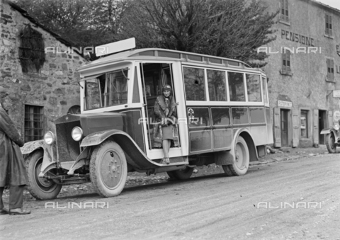 CAD-S-120003-0004 - Portrait of a woman on a coach, near house-hotel 'La Futa', Italy - Date of photography: 08/05/1927 - Alinari Archives-Monteverde archive, Florence