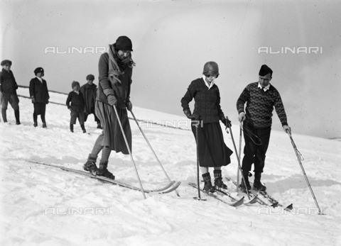 CAD-S-150003-0013 - Group of skiers, Rivisondoli
