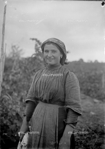 CAD-S-260002-0010 - Portrait of a smiling young woman - Date of photography: 1920-1930 ca - Fratelli Alinari Museum Collections-Cammarata Donation, Florence