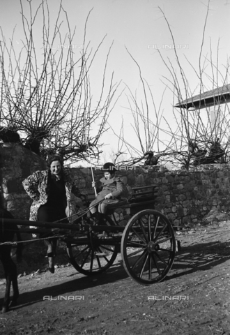CAD-S-290047-0021 - Portrait of woman near child sitting on a buggy - Date of photography: 1930 ca - Fratelli Alinari Museum Collections-Cammarata Donation, Florence