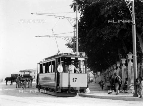 CAD-S-420001-0006 - A new electric tram installed in Palermo - Data dello scatto: 01/08/1899-31/10/1899 - Archivi Alinari, Firenze