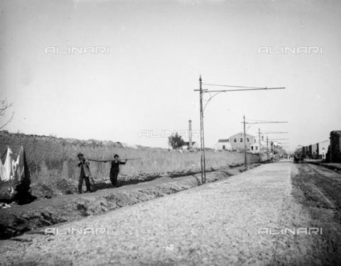 CAD-S-420001-0010 - Installation of electric poles for the new tram line in Palermo - Data dello scatto: 01/08/1899-31/10/1899 - Archivi Alinari, Firenze