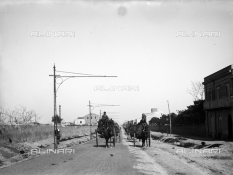 CAD-S-420001-0013 - Installation of electric poles for the new tram line in Palermo: transport of the material with wagons - Data dello scatto: 01/08/1899-31/10/1899 - Archivi Alinari, Firenze
