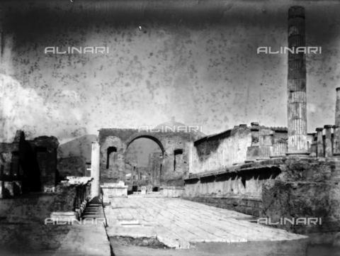 CAD-S-420002-0009 - View of the excavations of Pompeii - Data dello scatto: 1899 - Archivi Alinari, Firenze