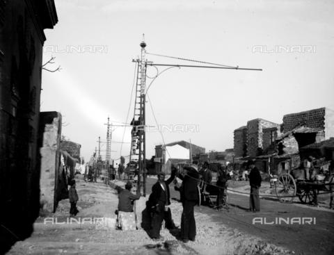 CAD-S-420002-0014 - Installation of electric poles for the new tram line in Palermo - Data dello scatto: 01/08/1899-31/10/1899 - Archivi Alinari, Firenze