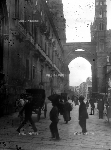 CAD-S-420003-0011 - Prospect of the Cathedral of Santa Maria Assunta on Via Bonello, Palermo - Data dello scatto: 1899-1905 - Archivi Alinari, Firenze