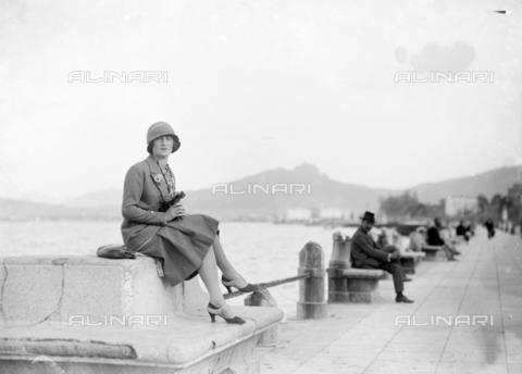CAD-S-420005-0008 - Female portrait on the waterfront of Palermo - Data dello scatto: 14/04/1928 - Archivi Alinari, Firenze