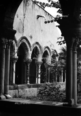 CAD-S-420006-0016 - Cloister of the church of San Domenico, Palermo - Data dello scatto: 09-15/11/1929 - Archivi Alinari, Firenze