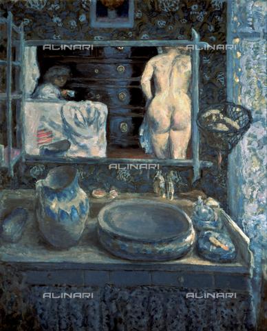 CAL-F-001769-0000 - Dipinto intitolato 'Lo Specchio', opera di Pierre Bonnard conservata presso il Museo Pushkin a Mosca. In primo piano è raffigurata una toilette su cui sono sistemati una bacinella, una brocca e vari oggetti utili all'igiene personale. Nello specchio posto sulla parete appaiono riflessi una donna nuda, vista da tergo, e una figura di adolescente - Data dello scatto: 1991 - Archivi Alinari, Firenze