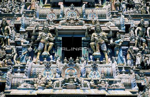 CAL-F-006606-0000 - Particolare della decorazione scultorea del Tempio di Kapalishwara, a Madras, in India. L'edificio è ascrivibile alla cultura Tamil Nadu ed è consacrato a Shiva. - Data dello scatto: 1989 - 1991 - Archivi Alinari, Firenze