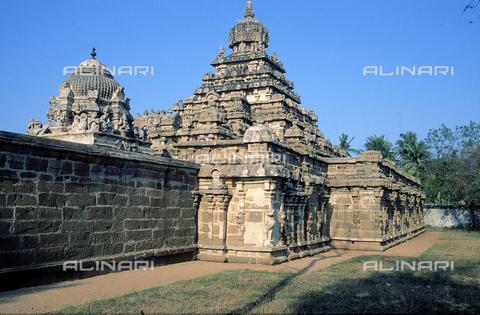CAL-F-006607-0000 - Il tempio Vaikuntaperumal, a Kanchipuram, nei pressi di Mahabalipuram, in India. La città è situata lungo la direttrice meridionale del Gange. Il tempio è dedicato alla dea Visnù, e appartiene alla cultura Tamil Nadu. - Data dello scatto: 1989 - 1991 - Archivi Alinari, Firenze