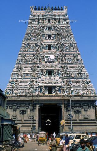 CAL-F-006614-0000 - Il Tempio di Kapalishwara, a Madras, in India. L'edificio è ascrivibile alla cultura Tamil Nadu ed è consacrato a Shiva. - Data dello scatto: 1989 - 1991 - Archivi Alinari, Firenze