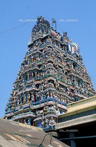 """CAL-F-006621-0000 - """"Gopuram"""" di tempio indù, a Madras, in India. L'edificio è ascrivibile alla cultura Tamil Nadu - Data dello scatto: 1989 - 1991 - Archivi Alinari, Firenze"""