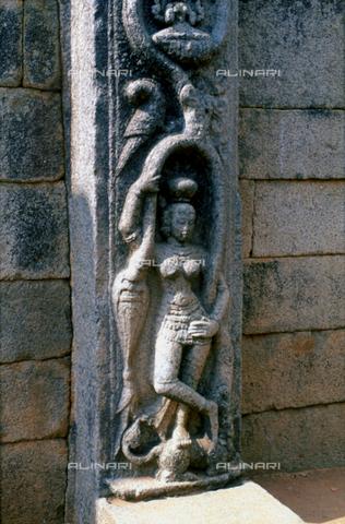CAL-F-006667-0000 - Particolare di una parete decorata con figura femminile raffigurante una divinità, nel tempio Muketshwar, a Bhubaneshwar, capitale di Orissa, antica Daintpur, in India. - Data dello scatto: 1989 - 1991 - Archivi Alinari, Firenze