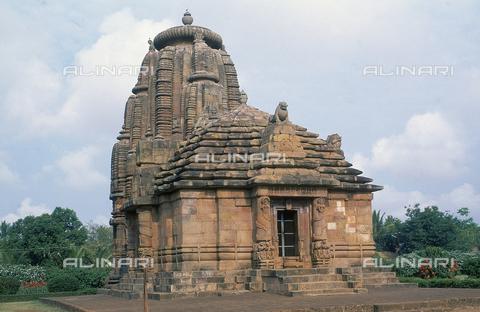 CAL-F-006674-0000 - Veduta generale del tempio Rajarani, a Bhubaneshwar, Orissa Puri, in India. Il tempio è famoso per le sue ninfe ritratte in pose estremamente sensuali e per le statue dei guardiani. - Data dello scatto: 1989 - 1991 - Archivi Alinari, Firenze