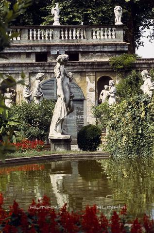 CAL-F-007382-0000 - Giardino a Parma - Data dello scatto: 1989-1991 - Archivi Alinari, Firenze