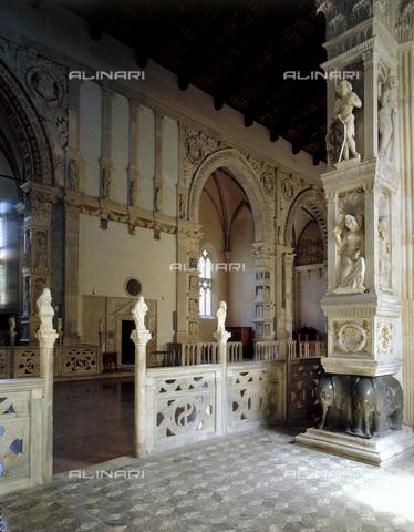 CAL-F-010770-0000 - L'interno del Tempio Malatestiano a Rimini - Data dello scatto: 2002 - Archivi Alinari, Firenze