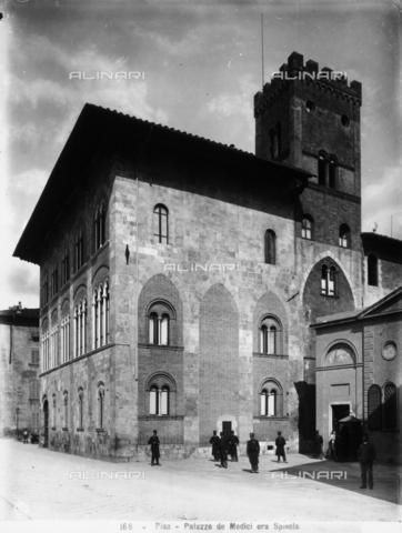 CGA-F-000166-0000 - Foreshortened view of façade and side of the Palazzo dei Medici in Pisa. - Data dello scatto: 1890-1900 ca. - Archivi Alinari, Firenze
