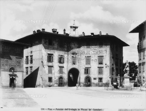CGA-F-000174-0000 - Façade of the Clock Palace in Cavalieri Square, Pisa. - Data dello scatto: 1890-1900 ca. - Archivi Alinari, Firenze