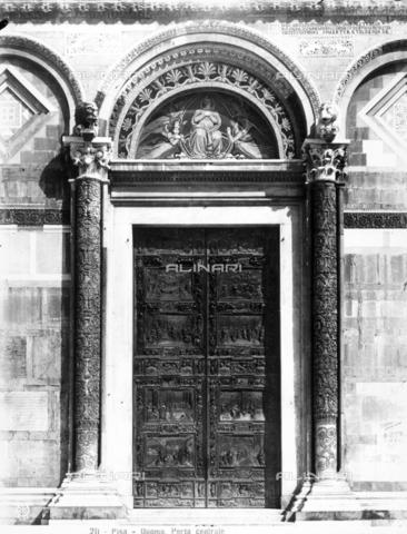 CGA-F-000211-0000 - Veduta generale della porta bronzea centrale del Duomo di Pisa - Data dello scatto: 1890-1900 ca. - Archivi Alinari, Firenze