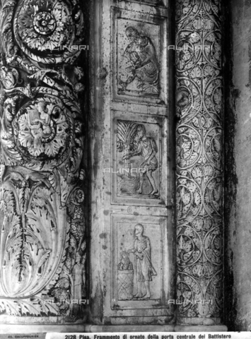 CGA-F-002128-0000 - Baptistery of Pisa: Detail of a jamb of the central door, with representations of the Months. - Data dello scatto: 1890-1900 ca. - Archivi Alinari, Firenze