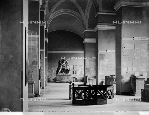 CGA-F-004995-0000 - Sala del Museo Archeologico Nazionale di Napoli - Data dello scatto: 1890-1900 ca. - Archivi Alinari, Firenze
