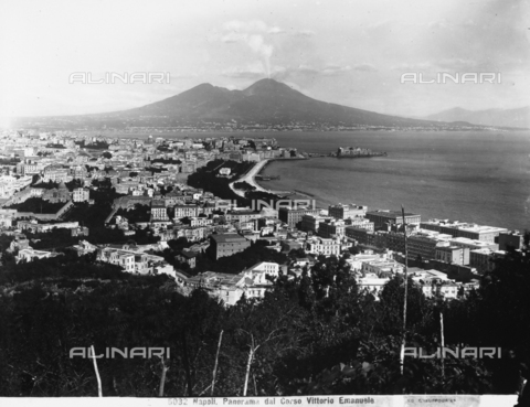 CGA-F-005032-0000 - Panoramic view of the gulf and the city of Naples with Vesuvius in the background. The photograph was taken from the Corso Vittorio Emanuele