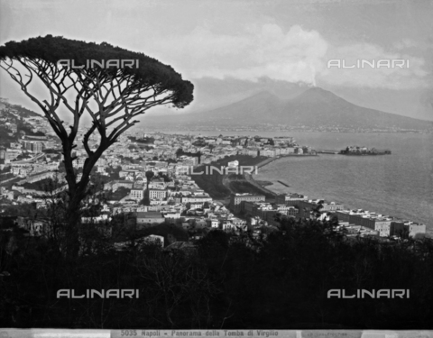 CGA-F-005035-0000 - Panoramic view of the gulf and the city of Naples with Vesuvius in the background. The photograph was taken from the Corso Vittorio Emanuele