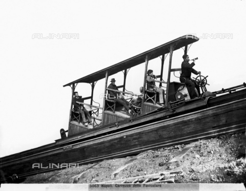 CGA-F-005063-0000 - Vesuvian funicular car moving on the track with five passengers on board, including the car operator