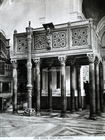 CGA-F-005096-0000 - Romanesque ambo and Easter candelabrum leaning on it. Both are decorated with geometrically patterned mosaics. Works kept in the Duomo of Salerno. - Data dello scatto: 1890 - 1900 ca. - Archivi Alinari, Firenze