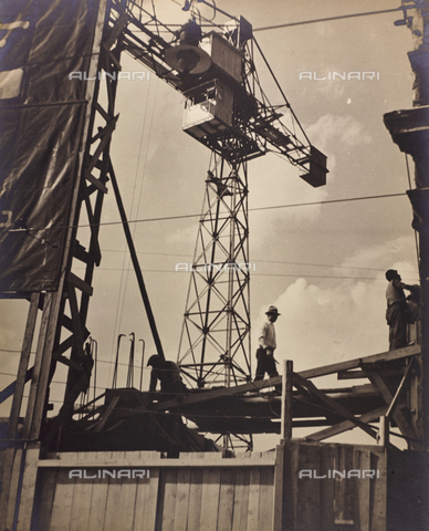 CGD-F-000028-0000 - Workers at the construction site - Date of photography: 1950 ca. - Fratelli Alinari Museum Collections-Corinaldi Donation, Florence