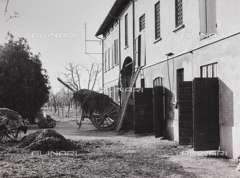 CGD-F-000208-0000 - House in the Tuscan countryside - Data dello scatto: 1955 ca. - Fratelli Alinari Museum Collections-Corinaldi Donation, Florence