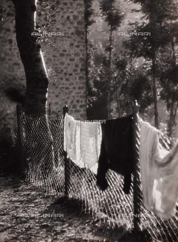 CGD-F-000284-0000 - Panni stesi - Data dello scatto: 1955-1965 - Raccolte Museali Fratelli Alinari (RMFA)-donazione Corinaldi, Firenze