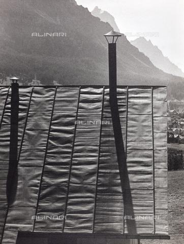 CGD-F-000314-0000 - Comignoli sul tetto di una baita - Data dello scatto: 1955-1965 - Raccolte Museali Fratelli Alinari (RMFA)-donazione Corinaldi, Firenze
