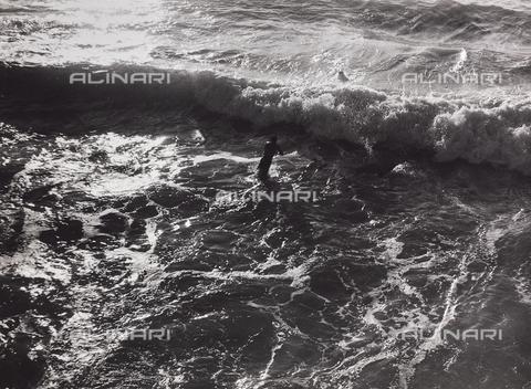 """CGD-F-000436-0000 - """"Il mare"""" - Data dello scatto: 1955-1965 - Raccolte Museali Fratelli Alinari (RMFA)-donazione Corinaldi, Firenze"""