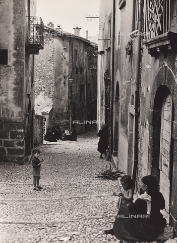 CGD-F-000462-0000 - A country in the Tuscan countryside - Date of photography: 09/1973 - Fratelli Alinari Museum Collections-Corinaldi Donation, Florence