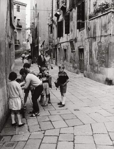 CGD-F-000698-0000 - Children playing in a street in Venice