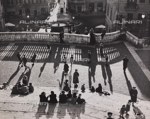 CGD-F-000772-0000 - Children play football on the steps of Trinità dei Monti, Rome - Data dello scatto: 1955 ca. - Fratelli Alinari Museum Collections-Corinaldi Donation, Florence