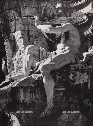 CGD-F-000773-0000 - The Nile, detail of the Fontana dei Fiumi, Giacomo Antonio Fancelli (1619-1671), Piazza Navona, Rome - Date of photography: 1955 ca. - Fratelli Alinari Museum Collections-Corinaldi Donation, Florence