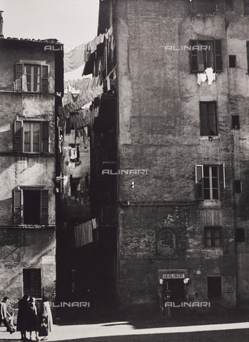CGD-F-000786-0000 - Vicolo di San Simone, Trastevere, Roma - Data dello scatto: 1956 - Raccolte Museali Fratelli Alinari (RMFA)-donazione Corinaldi, Firenze