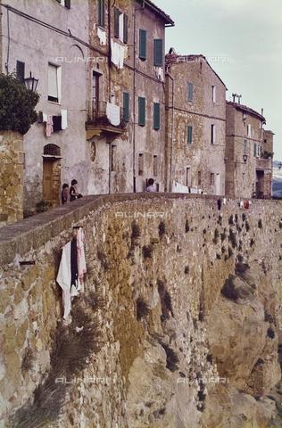 CGD-F-000819-0000 - Un paese della campagna toscana - Data dello scatto: 09/1973 - Raccolte Museali Fratelli Alinari (RMFA)-donazione Corinaldi, Firenze