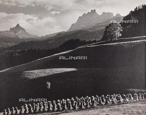 CGD-F-000975-0000 - Covoni e montagne - Data dello scatto: 1955-1965 - Raccolte Museali Fratelli Alinari (RMFA)-donazione Corinaldi, Firenze