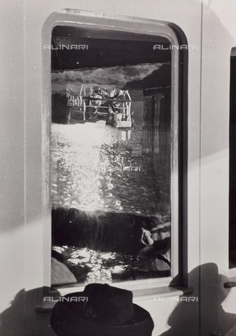 CGD-F-001134-0000 - Reflected in the glass of a seaside resort - Date of photography: 1955-1965 - Fratelli Alinari Museum Collections-Corinaldi Donation, Florence