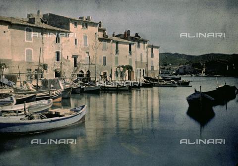 CHA-F-AU0378-0000 - View of Martigues - Data dello scatto: 1910-1925 - Archivi Alinari, Firenze